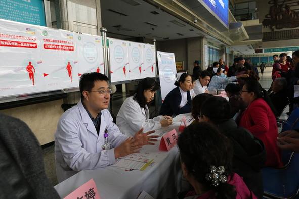 山医大一院举办糖尿病日义诊活动